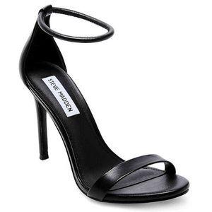 Steve Madden soph Black simple strappy Heels